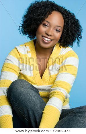 Sorridente garota Afro-americana