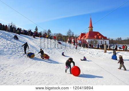 The traditional Russian national holiday devoted to the termination of winter: Maslenitsa. Festiviti