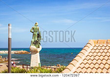 Sculpture Called Man Of Sea, Josep Ricart I Maimir, 1975. Torrevieja, Spain