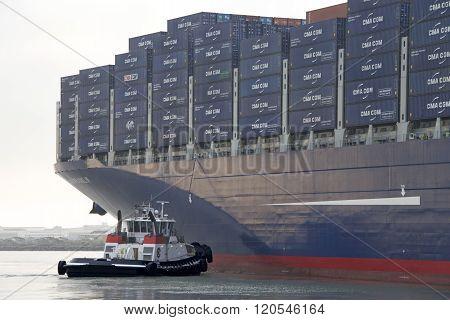 Tugboat Veteran Assisting Cma Cmg Benjamin Franklin To Maneuver