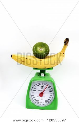 Weighing bananas in bascula