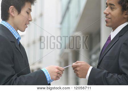 Perfil de empresários, troca de cartões