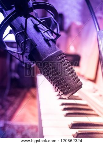 Electronic piano