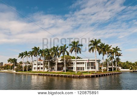 FORT LAUDERDALE, FL, USA - DECEMBER 8: Luxury mansion in exclusive part of Fort Lauderdale known as small Venice at December 8, 2011 in Fort Lauderdale, Florida, USA.