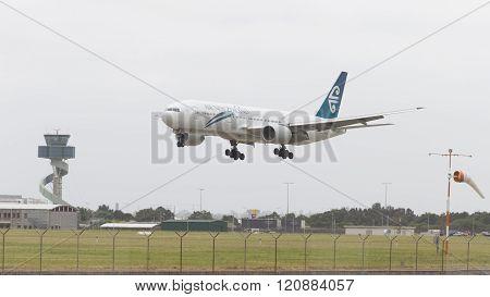 Big Boeing 777-219 Er