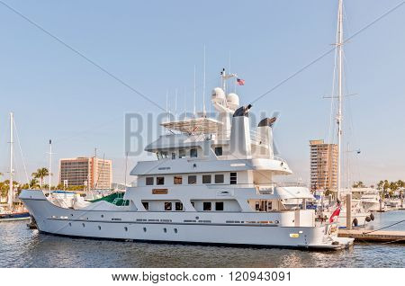 Expedition yacht at waterfront homes in Fort Lauderdale, FL