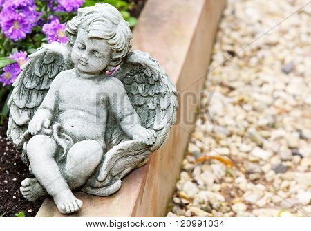 a little angel dreaming grave stone on the