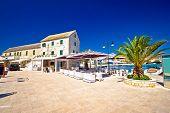 Waterfront promenade og Town Primosten in Dalmatia Croatia poster