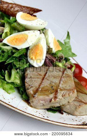Tuna loin  nicolae sálad with boiled eggs and green beans
