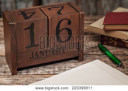 Perpetual Calendar in desk scene with blank diary page, January 16th