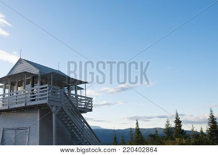 Fire lookout at the top of a mountain - White Cabin