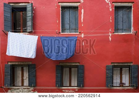 the photos of a foreshortening of Venice