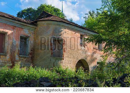 Old ruined house to the city Staritsa, Tverskaya oblast