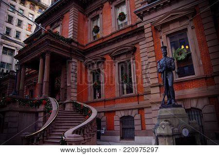 Philadelphia, Pa--dec 13, 2017 Front Entrance To Historic Civil War Union League Social Club In Down