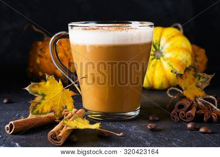 Pumpkins Spice Latte With Pumpkins . Pumpkin Latte - Cozy Drink For Cold Fall Or Winter