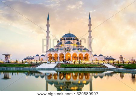 Sharjah New Mosque Largest Mosque In Dubai Beautiful Traditional Islamic Architecture, Arabic Letter