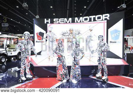 Bangkok-november 28 Pretty Moter Expo At The 35nd Motor Expo 2018 On November 28, 2018 In Bangkok, T