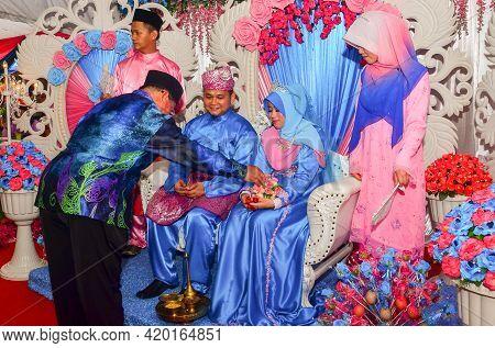 Keningau,sabah-may 31,2014:malaysian Traditional Wedding Ceremony In Keningau,sabah Borneo,malaysia.