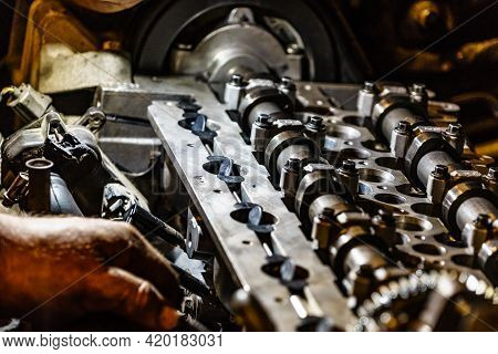 Motor Block, Engine Cylinder Head With Valves Detail