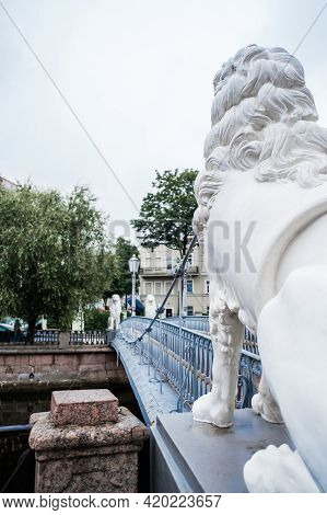 Saint-petersburg, Russia, 28 August 2020: Pedestrian Bridge Of Four Lions Over The Griboyedov Canal.