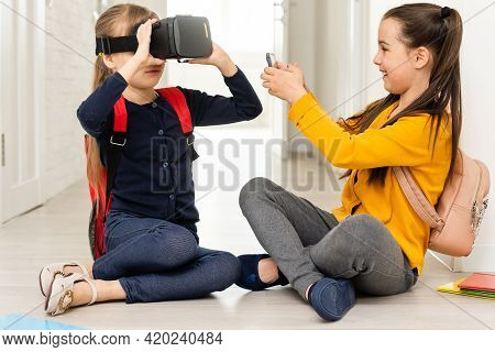 Studying In Virtual Reality. Modern Technology. Interesting Lesson. Virtual Teaching. Homeschooling