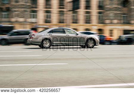 Mercedes-benz S-class W221 At The City Road In Motion. Gray Car Driving Along The Kutuzovsky Ave In