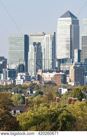 London, Uk - October 03, 2011. Central London Green Spaces. Trees And Houses With Canary Wharf In Th