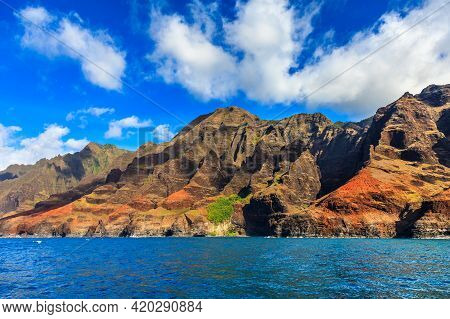 Rugged Hills At The Dramatic Na Pali Coast Of Kauai, Hawaii Islands.