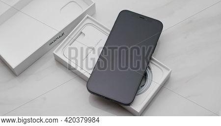 Hong Kong, 11 January 2021: Unbox Iphone 12