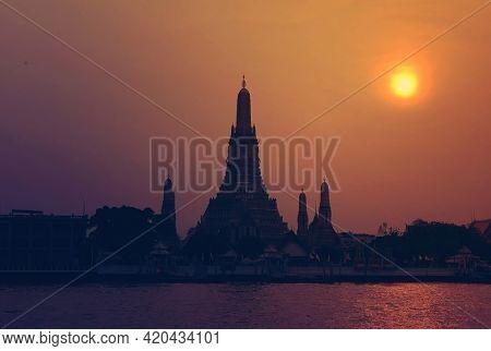 View Of Beautiful Wat Arun The Temple Of Dawn During Sun Set On Chaophraya River Bangkok Thailand.vi