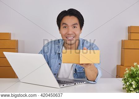 Smile Online Merchant Or Casual Businessman In Online Store Show Parcel Or Package Front Laptop Comp