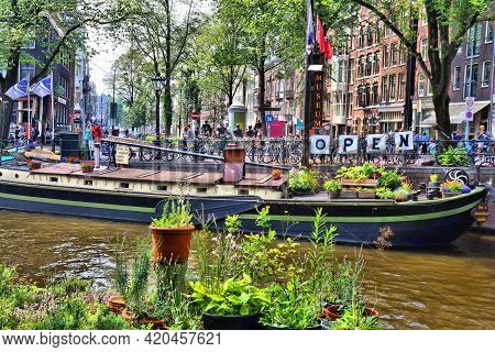 Amsterdam, Netherlands - July 7, 2017: People Visit Houseboat Museum On Prinsengracht Canal In Amste