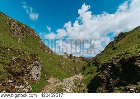 Cave Dale, Limestone Valley, Peak District National Park, Derbyshire, England, Uk