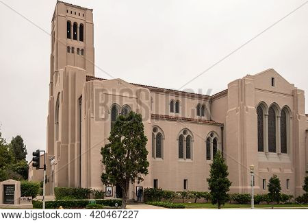 Pasadena, Ca, Usa - May 11, 2021: Beige Stone First Baptist Church Building Under Silver Sky With Gr