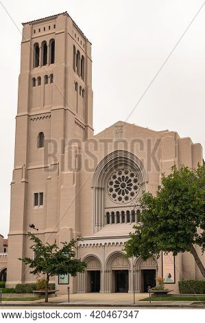 Pasadena, Ca, Usa - May 11, 2021: Front Side Of Beige Stone First Baptist Church Building Under Silv