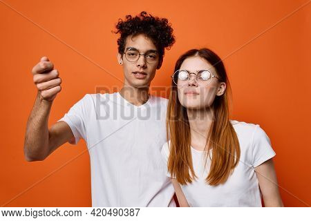 Young Couple In White T-shirts Emotions Fun Moda Communication