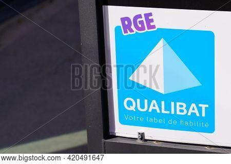 Bordeaux , Aquitaine France - 05 08 2021 : Qualibat Rge Logo Sign And Brand Text Certification Quali