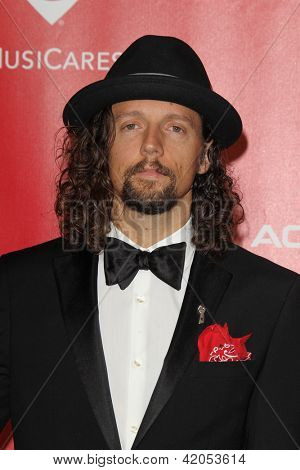 LOS ANGELES - FEB 8:  Jason Mraz arrives at the 2013 MusiCares Person Of The Year Gala Honoring Bruce Springsteen  at the Los Angeles Convention Center on February 8, 2013 in Los Angeles, CA