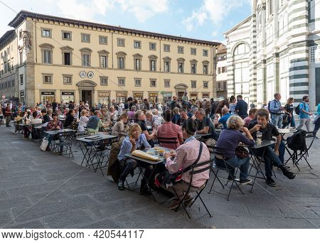 Florence, Italy, October 6 2017: People Relaxing And Chatting At The Coffee Shops At Piazza Del Duom