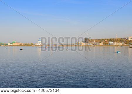 September 26, 2015: Cheboksary Bay Of The Volga River With A Fountain, Catamarans And Boats. Cheboks