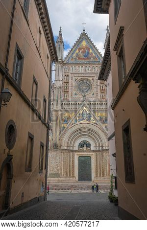 People On Street Of The Ancient City Of Orvieto Leading To  Cathedral In Umbria, Italy