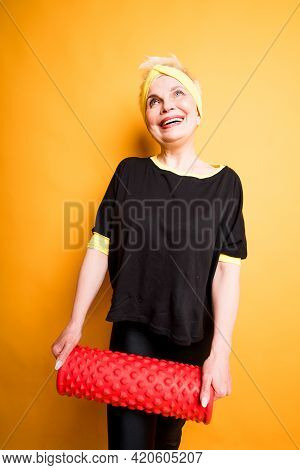 Beautiful Elderly Woman In A Black T-shirt Holding Fascia In Her Hands Preparing For Exercises
