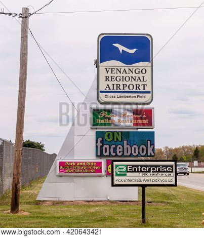 Franklin, Pennsylvania, Usa May 16, 2021 The Chess Lamberton Airport Terminal Sign, A Small Rural Ai