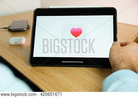Apple Health Logo On The Screen Of Ipad Tablet. March 2021, San Francisco, Usa