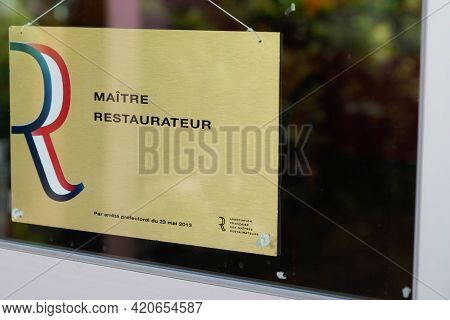 Bordeaux , Aquitaine France - 05 14 2021 : Maitre Restaurateur Text Logo And Sign Of Influential Fre
