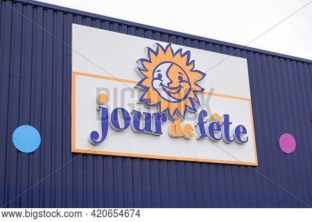 Bordeaux , Aquitaine France - 05 14 2021 : Jour De Fete Text Sign And Brand Logo Of French Store Fes