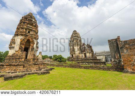 Ruin Of Wat Phra Si Mahathat In Lopburi,thailand.