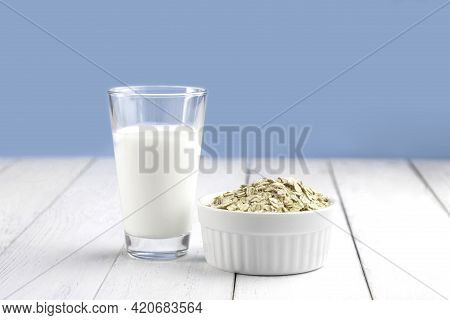 Alternative Milk For Vegetarians And Vegans. Fresh Oatmeal, Vegetable Milk In A Glass And Oat Flakes