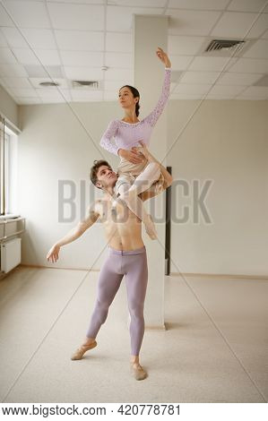 Couple of ballet dancers, dancing in action