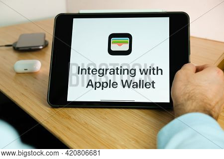 Apple Wallet Logo On The Screen Of Ipad Tablet. March 2021, San Francisco, Usa